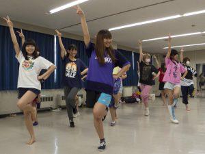 練習風景。ダンスが揃っていますね!